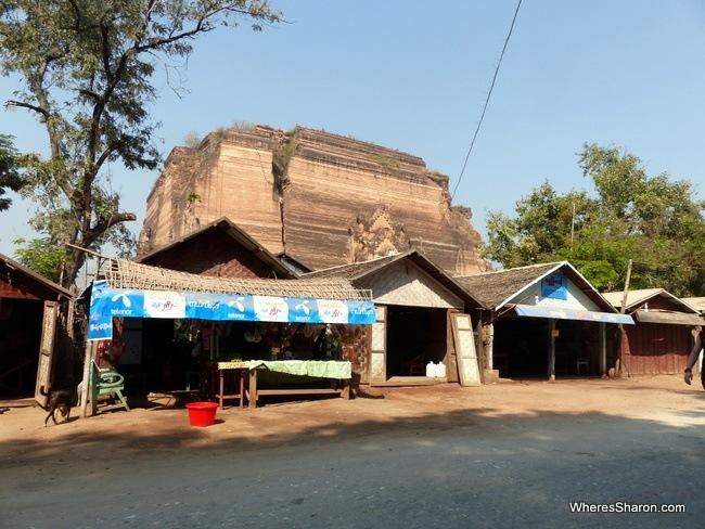 قرية ماينغن Mingun في ميانمار