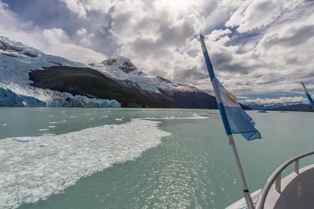 كروز في البحيرات الجليدية الارجنتين