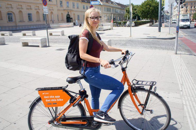 ركوب الدراجات في فيينا في شارع الكارتنر فيينا