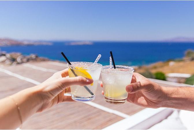 مشروب الكوكتيل في ميكونوس أثناد سفري إلي جزيرة ميكونوس