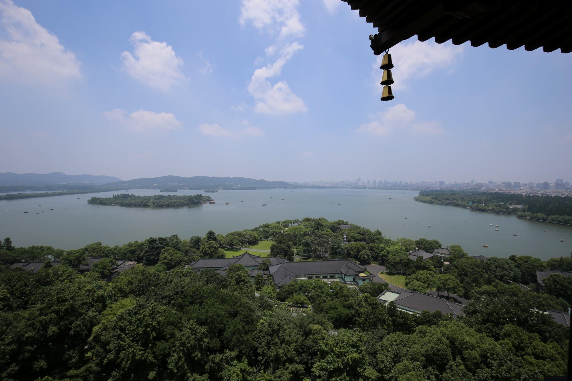 البحيرة في هانغتشو