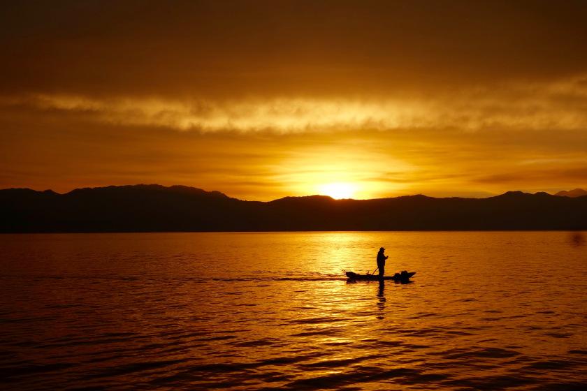 شروق الشمس في بحيرة اتيتلان