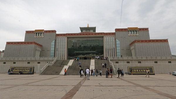 متحف التبت الطبي من الخارج