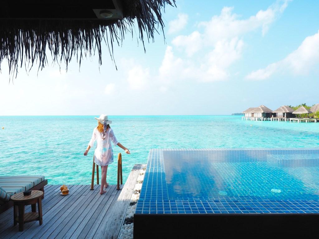 تجربة السباحة في منتجع تاج اكزوتيكا المالديف