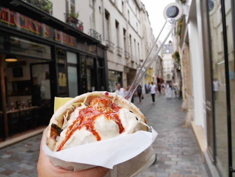 فلافل باريس - كيف ترى باريس بأقل التكاليف؟