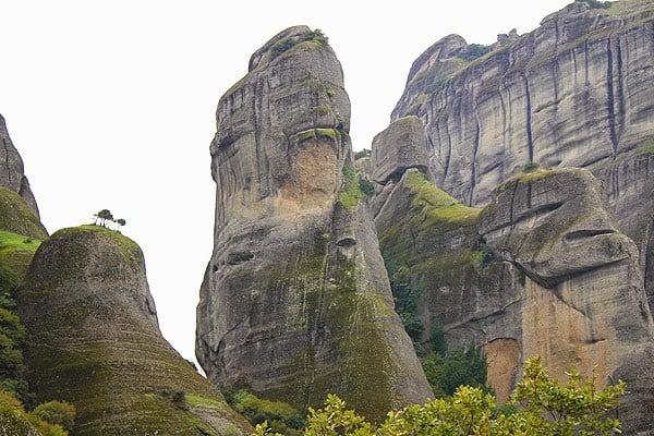 صخور مينتورا اليونانية