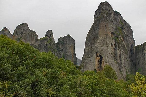 صخرة الاسير في مينتورا اليونانية