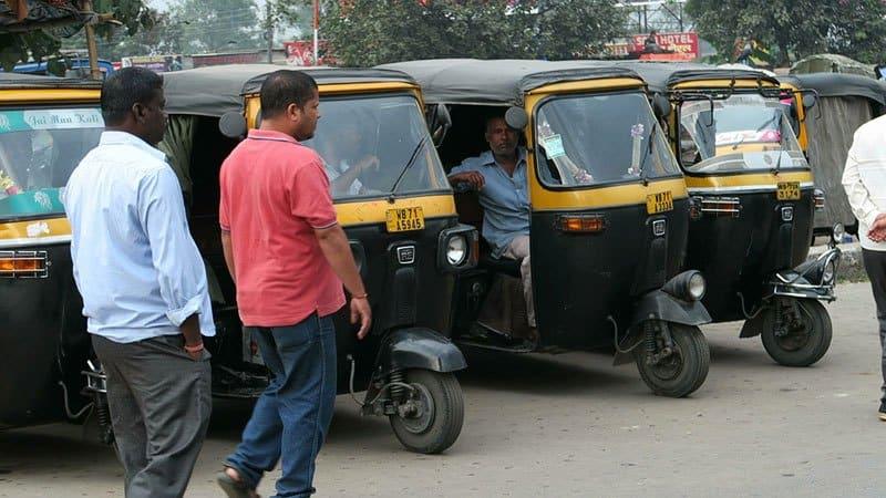 التوك توك في الهند من أهم وسائل المواصلات في الهند