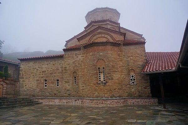 اديرة ماديرة مينتورا اليونانية