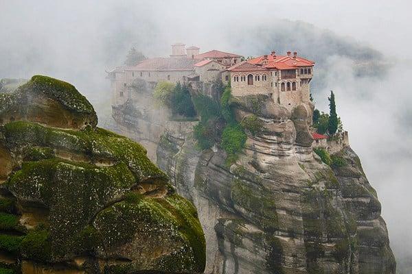 دير ميقالي في مينتورا اليونانية